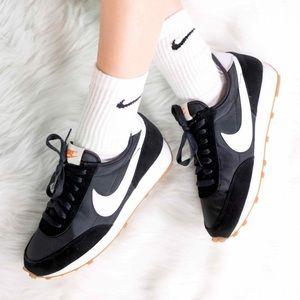 🌸 NIKE Daybreak Sneakers Shoes NEW Black White
